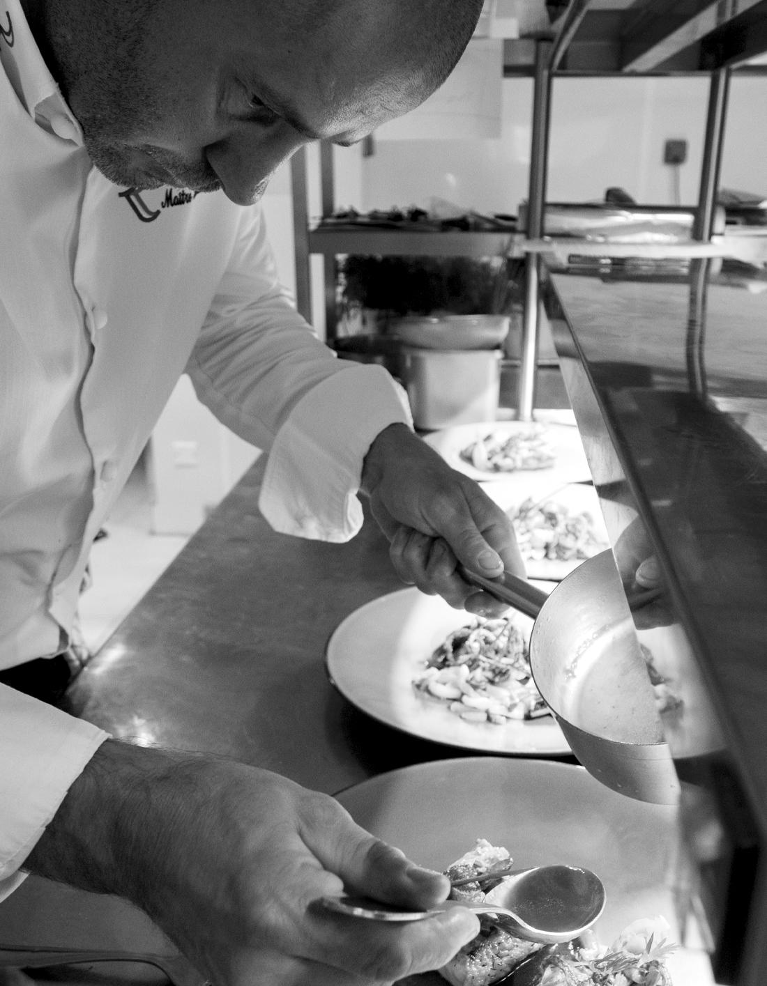 dressage des plats par le chef Bouthenet